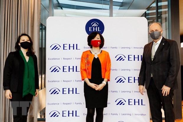 Vietnamese, Swiss educational establishments partner in hospitality training hinh anh 2