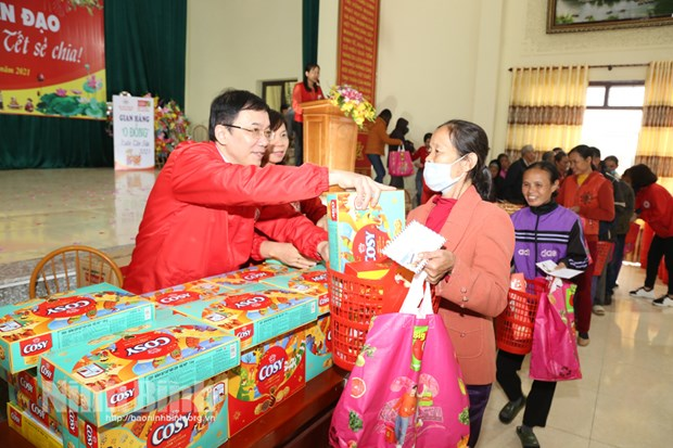 Humanitarian Lunar New Year fair for the poor in Ninh Binh hinh anh 1
