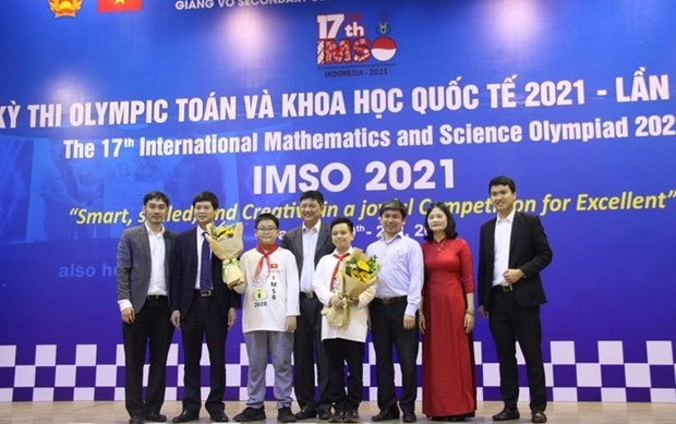 Vietnamese students win 20 medals at Int'l Mathematics and Science Olympiad hinh anh 1