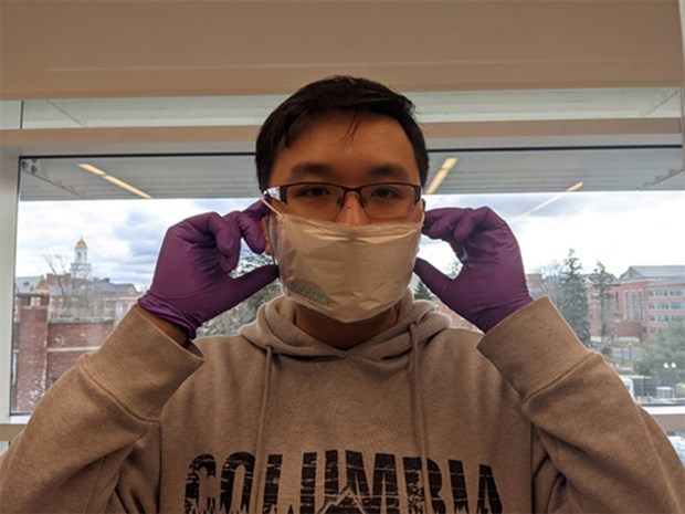 Vietnamese researchers invent COVID-19 vaccine patches, reusable face masks hinh anh 1