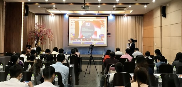 Exporters urged to improve quality, follow rules of origin under UKVFTA hinh anh 1
