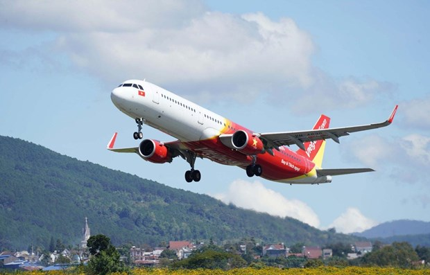 Vietjet supports customers in flights to/from Van Don airport hinh anh 1