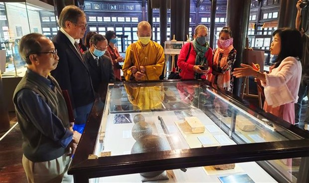 Exhibition on King Gia Long underway at Hue museum hinh anh 1