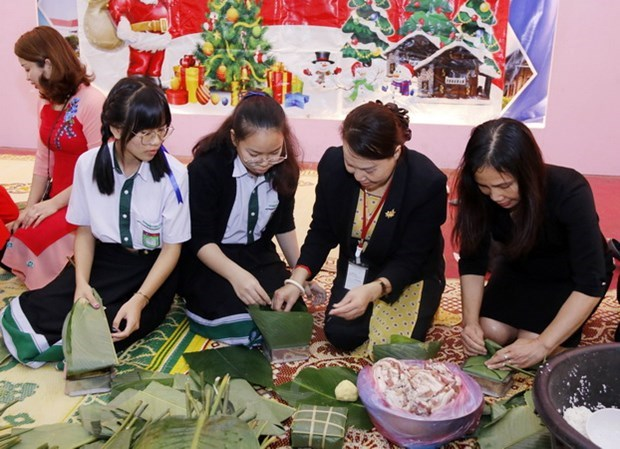 Vietnamese expats in Laos celebrate traditional Tet hinh anh 1