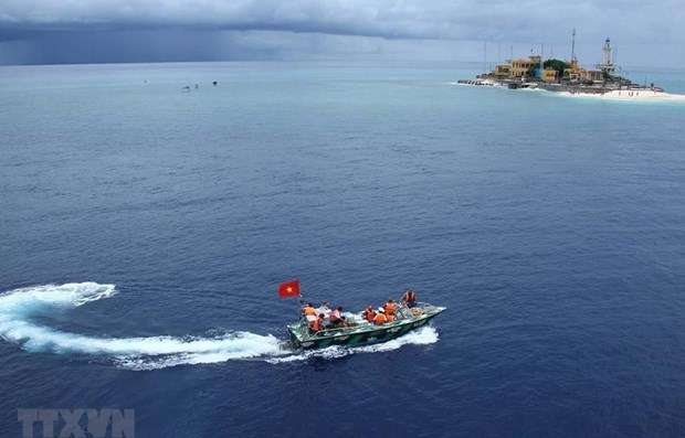 Japan, UK voice concern over East Sea, East China Sea situation hinh anh 1