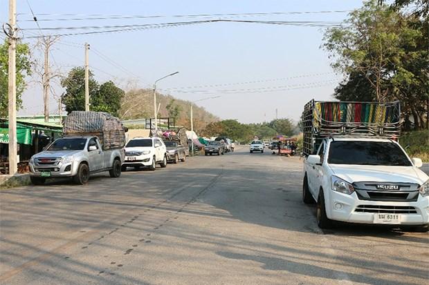 Thailand-Myanmar border trade briefly resumes in Kanchanaburi hinh anh 1