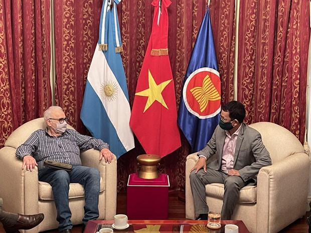 Vietnamese ambassador meets leader of Communist Party of Argentina hinh anh 1