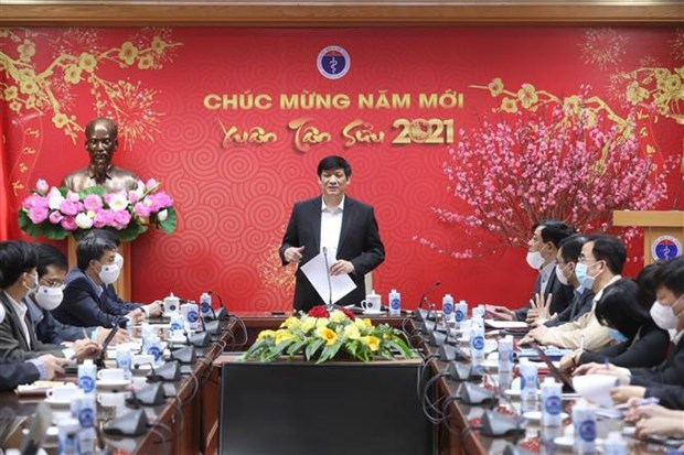 Health sector makes three changes to anti-COVID-19 strategy hinh anh 1
