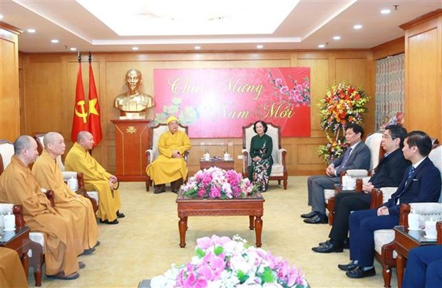 Mass mobilisation head receives religious dignitaries hinh anh 1