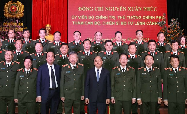 PM inspects combat readiness at public security units hinh anh 1