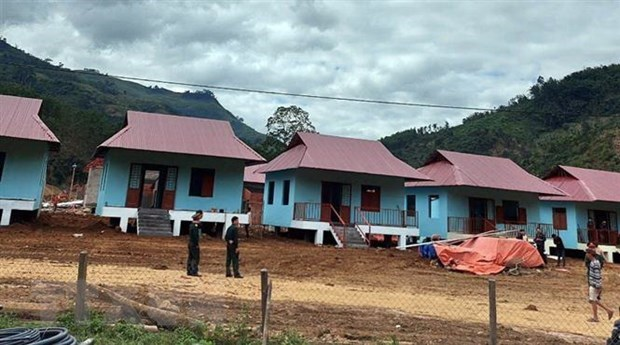 Houses presented to landslide-affected people in Quang Nam hinh anh 1