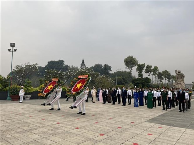 HCM City leaders pay tribute to fallen soldiers hinh anh 1