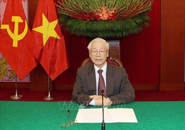 Top leader holds phone talks with United Russia party Chairman hinh anh 1