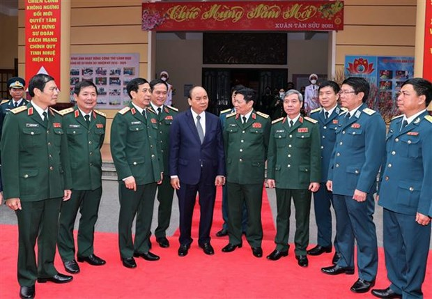 PM makes pre-Tet visit to Hanoi air defence division hinh anh 1