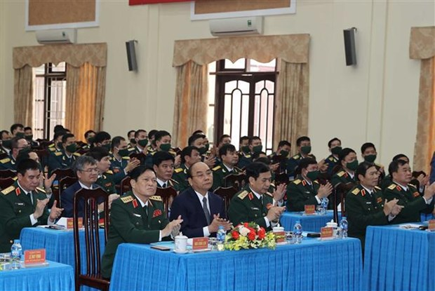PM makes pre-Tet visit to Hanoi air defence division hinh anh 2