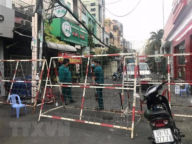 HCM City stops all non-essential business, service establishments hinh anh 1