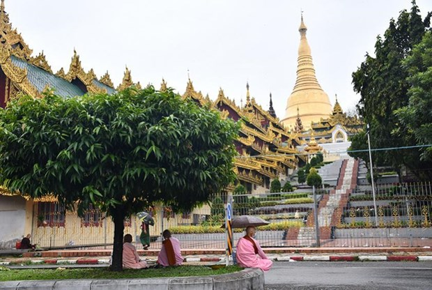 Myanmar reopens pagodas hinh anh 1