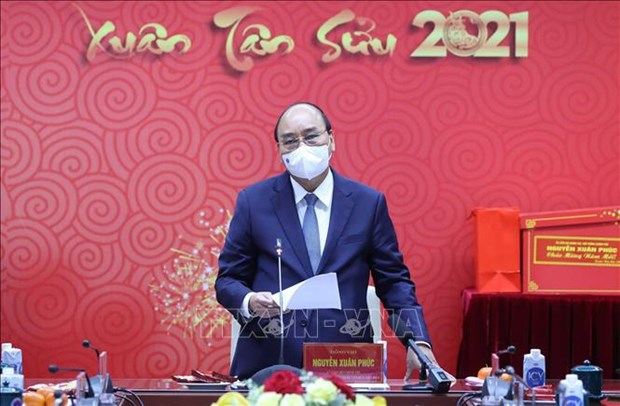 PM meets medical workers ahead of Tet festival hinh anh 1