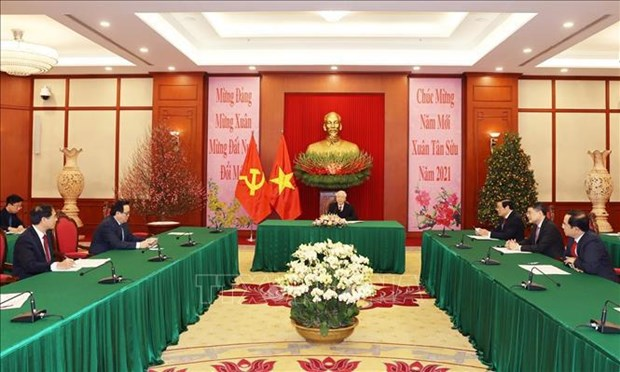 Top leaders of Vietnam, Cuba hold phone talk hinh anh 1