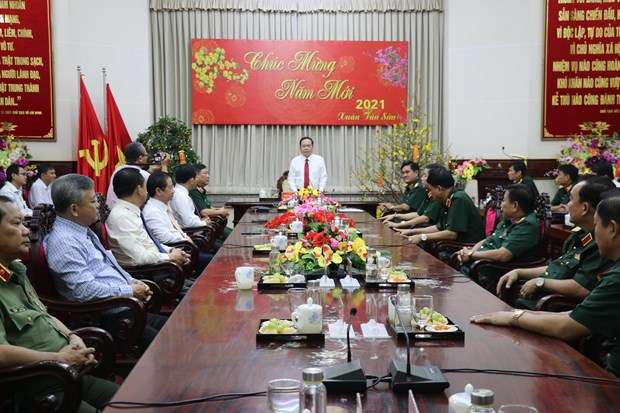 Front leader pays pre-Tet visit to Military Zone 9 High Command hinh anh 1