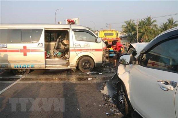 Traffic accidents kill 15, injure 23 on third day of lunar new year hinh anh 1