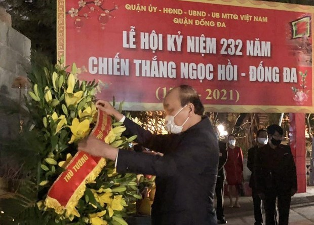 Prime Minister pays tribute to King Quang Trung hinh anh 1