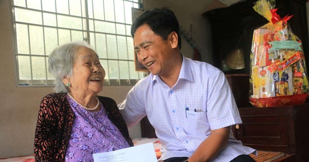 About 8.55 million disadvantaged people receive support to enjoy Tet hinh anh 1