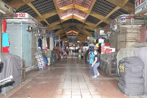 Shopkeepers in HCM City's traditional markets want tax cuts hinh anh 1