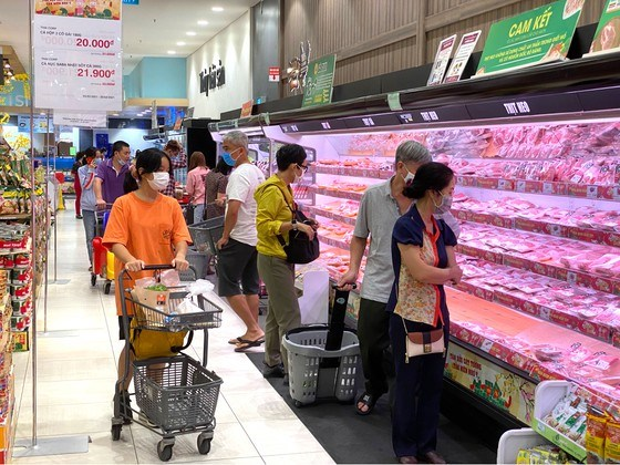 Steady prices of consumer goods, higher sales mark Tet hinh anh 1