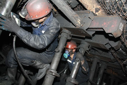 Coal companies report rises in revenues but declining profits hinh anh 1