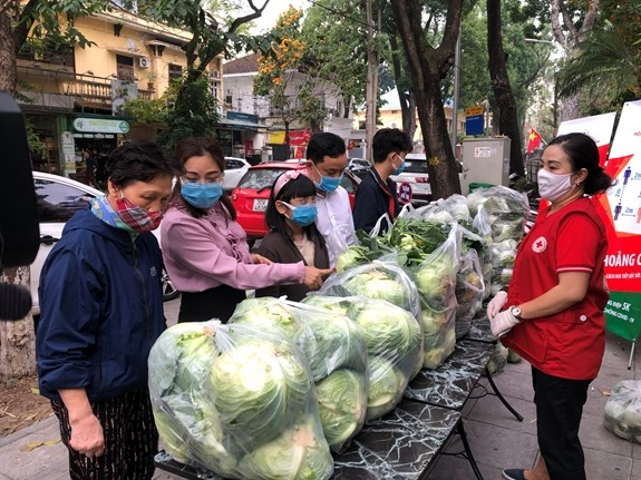 """Campaign launched to """"rescue"""" farm produce in COVID-19 hotspot of Hai Duong hinh anh 1"""