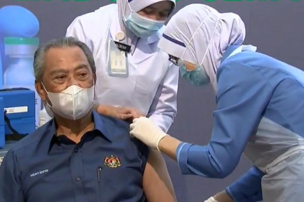 Malaysia begins national COVID-19 immunisation hinh anh 1