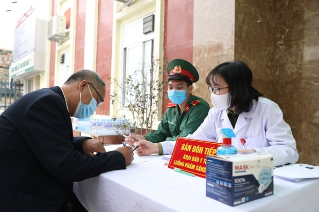 First 35 volunteers receive injections of home-grown COVID-19 vaccine in second-stage trial hinh anh 1