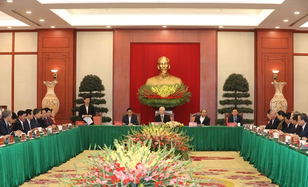 Politburo holds meeting with former Party officials hinh anh 1