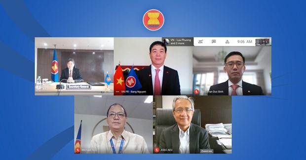 Vietnam's new representative to ASEAN presents credentials hinh anh 1