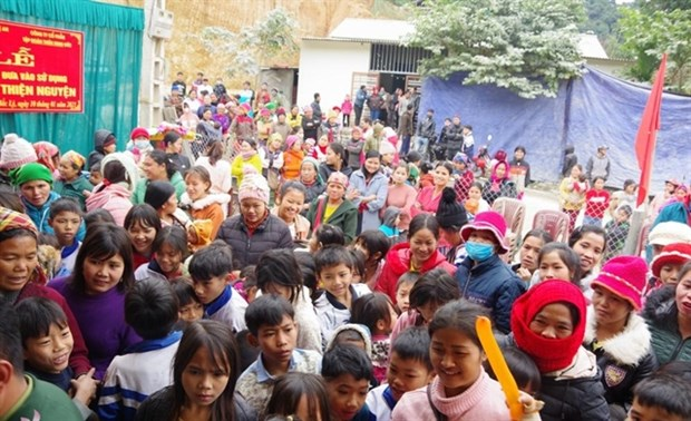 Charity house provides books, clothes for ethnic minorities in Nghe An hinh anh 1