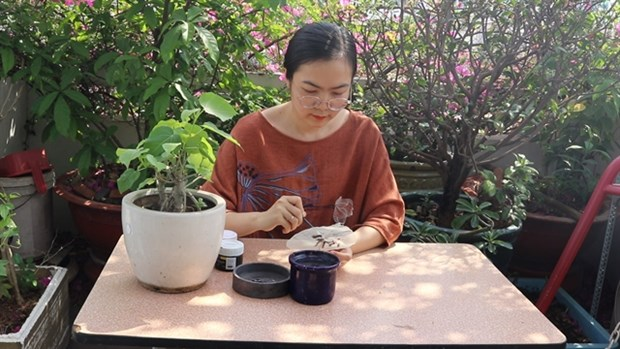Paintings on sacred fig leaves now popular gifts hinh anh 1