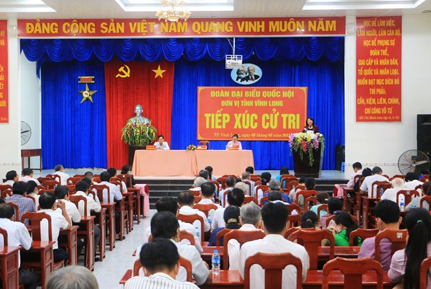 Vice President meets voters in Vinh Long hinh anh 1