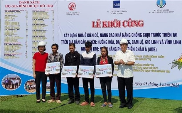 ADB helps build resilient houses for disaster-hit families in Quang Tri hinh anh 1
