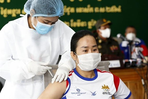 COVID-19 infections suddenly increase in Cambodia, Philippines hinh anh 1