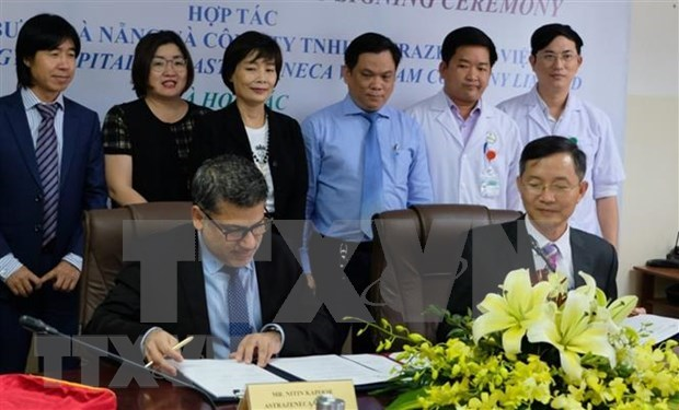Da Nang hospital, UK firm cooperate in lung cancer treatment capacity building hinh anh 1