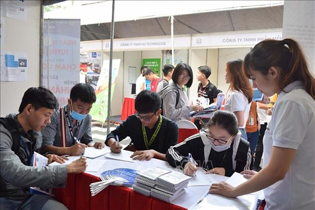 HCM City offers 70,000 job vacancies in Q2 hinh anh 1