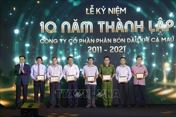 Ca Mau Gas-Power-Fertilizer Complex marks 10th anniversary hinh anh 2