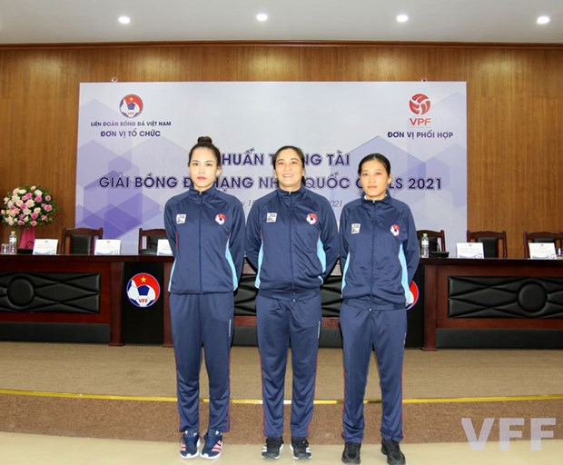 Female referees may officiate V.League 2's matches for first time hinh anh 1