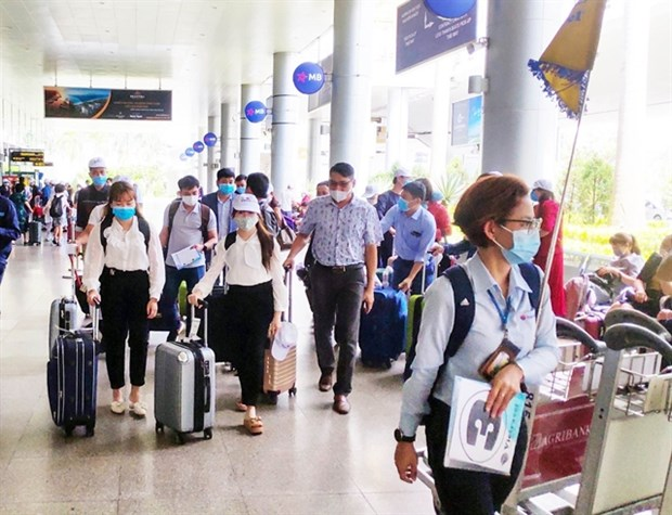 Vietnam needs to open borders for tourism recovery: experts hinh anh 1