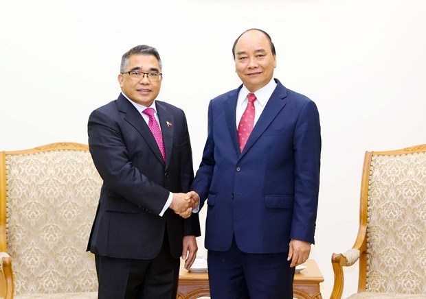 PM Nguyen Xuan Phuc receives Philippine ambassador hinh anh 1