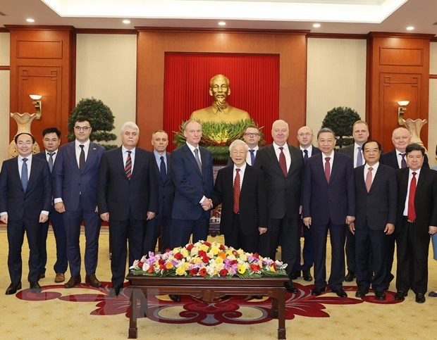 Security-defence cooperation key to Vietnam – Russia partnership: Top leader hinh anh 2