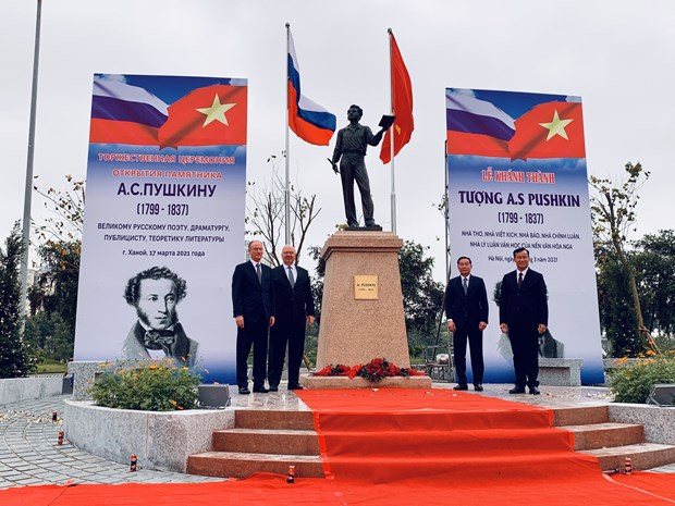 Statue of Pushkin unveiled in Hanoi hinh anh 1