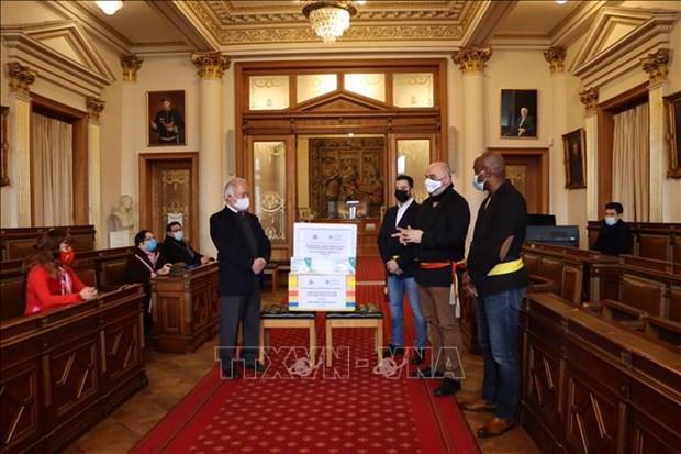 Belgium's Ixelles mayor appreciates contribution of Vietnamese to local COVID-19 response hinh anh 1