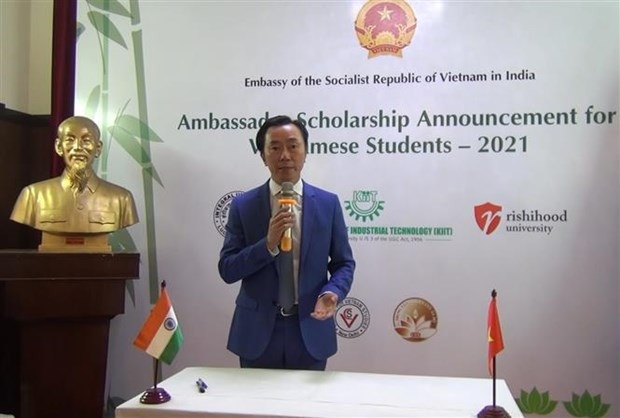 Scholarships for Vietnamese students in India announced hinh anh 1